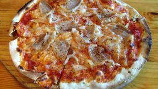 埼玉県久喜市 イタリア食堂ブランの自家製パンチェッタのピザ