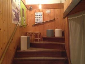 八ヶ岳の麓、清里のグラタン専門店『アミ』の階段