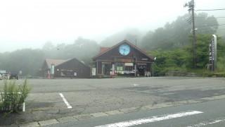 八ヶ岳 美し森展望台の駐車場入り口から